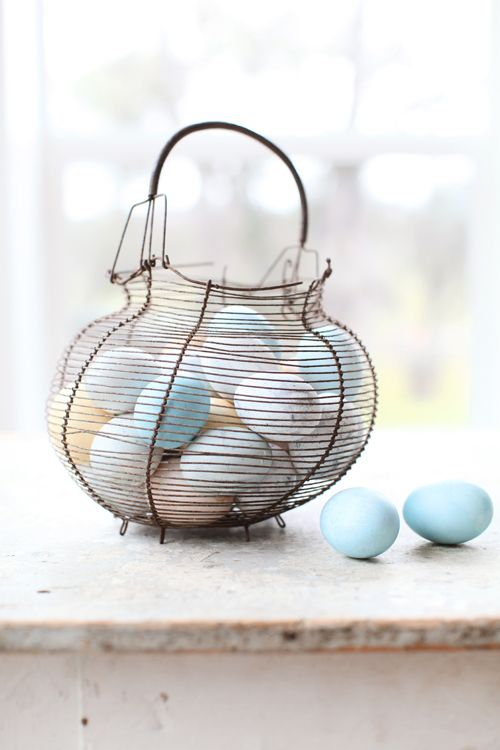 French egg basket from www.dreamywhiteonline.com
