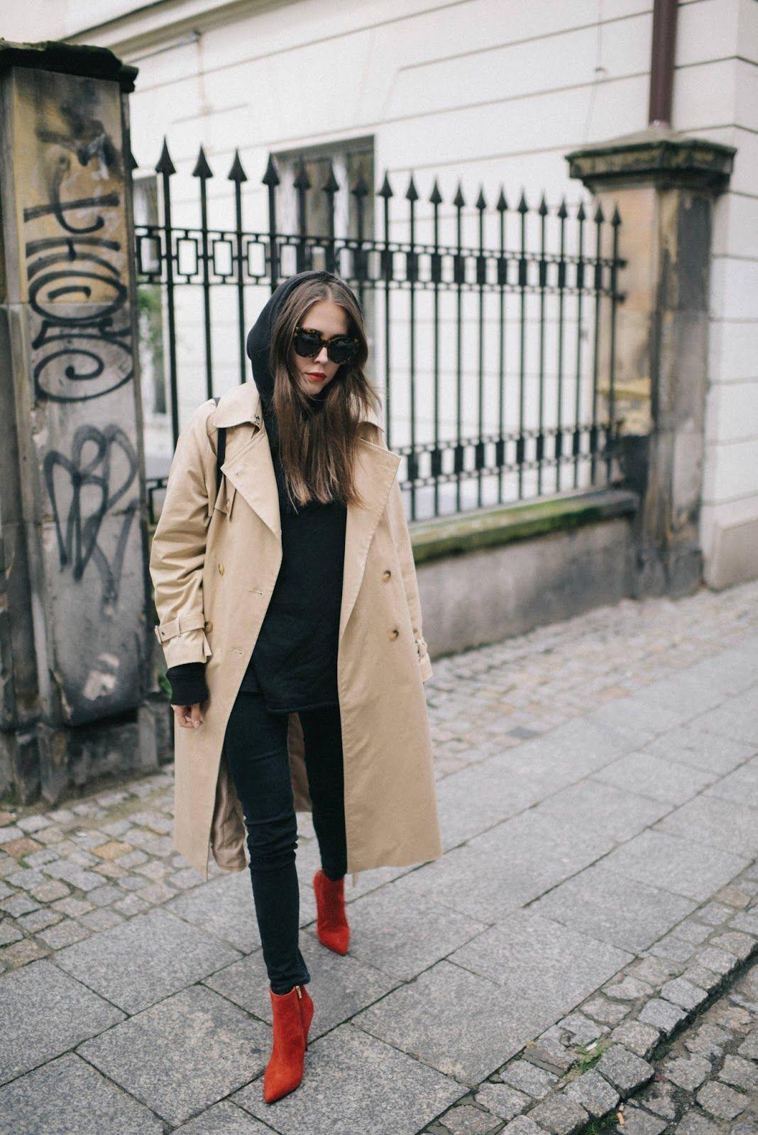 Jesienna Stylizacja Z Bezowym Trenczem Jak Nosic Klasyczny Trencz Jesienia Bezowy Plaszcz Trencz Z Czarna Bluza Z Kapturem Cz Red Boots Fashion Street Style