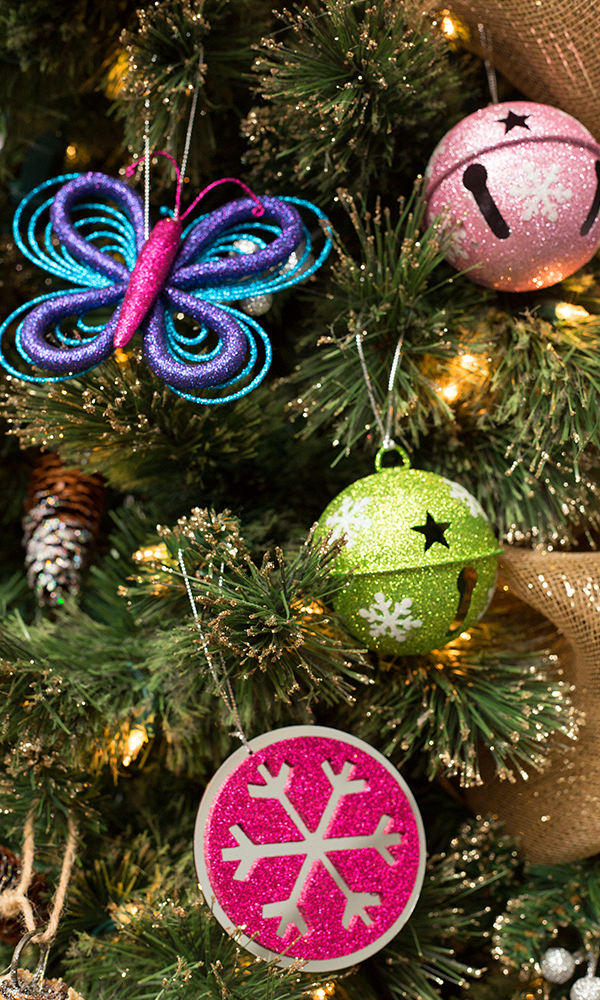 Decora tu rbol navide o con colores vivos perfecto para for Home disena y decora tu hogar