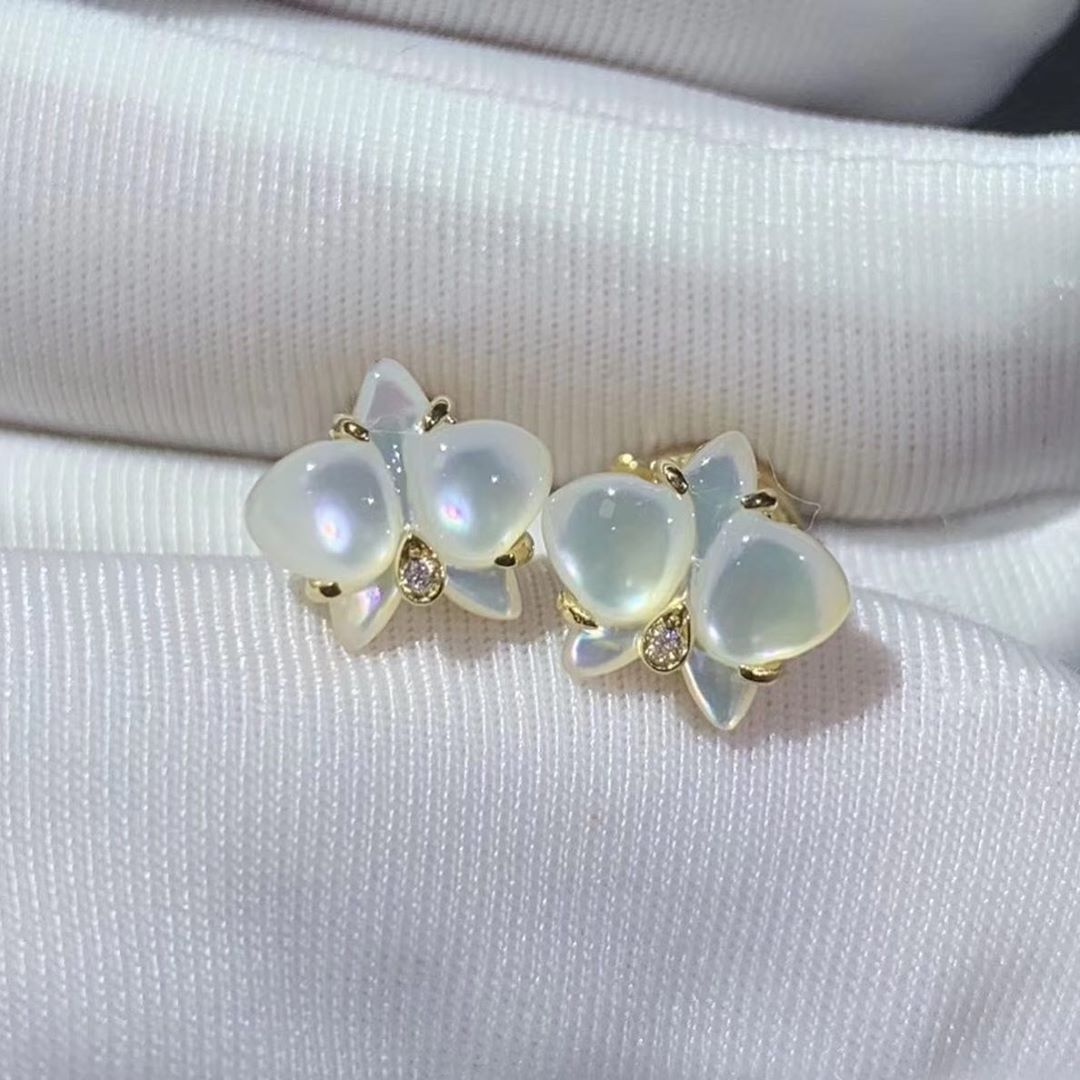 Butterfly earrings, warm colors, cool summer breath. Fine Jewelry Custom Made Honest Daisy Whatsapp 0086-13714655940 #highjewelry #jewellery #fashionjewellery #signepiecesjewelry #vancleefarpels #turquiose #estatejewelry #estatering #luxuryjewelry #luxuryjewellery #jewellery #jewelry#bling #signedjewelry #vintagesignedjewels #vintagediamondring #vintagejewels #ring #rings #instaring #ringoftheday #finejewelry #finejewellery #jewelrylovers #buyyourownbling