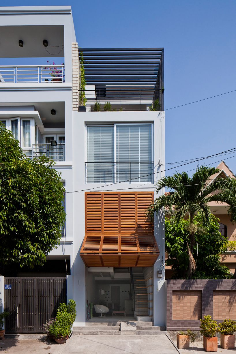 Narrow Townhouse In Vietnam By Mm Architects Architecture Architect Design Architecture Exterior