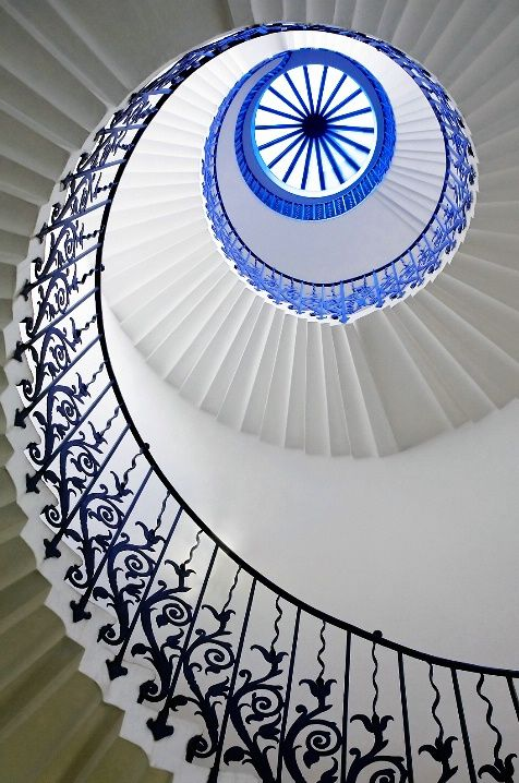 Wonderful Eye Makeup Tutorials You Need To Copy: The Wonderful Tulip Staircase In The Queens