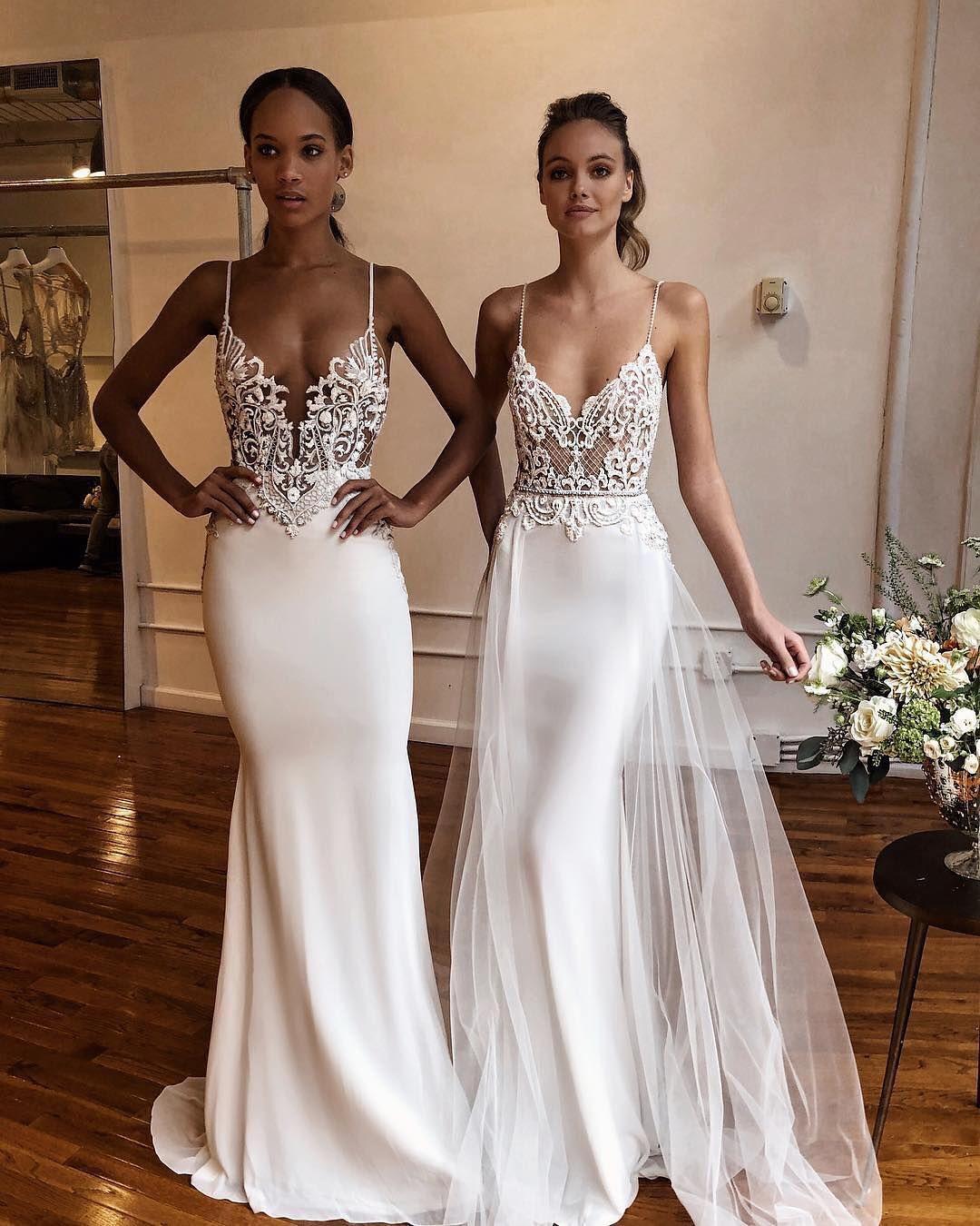 2 klänningar på bröllop