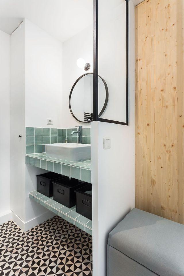Rangement salle de bain bien pensé par les pro Modern bathroom - lavabo retro salle de bain