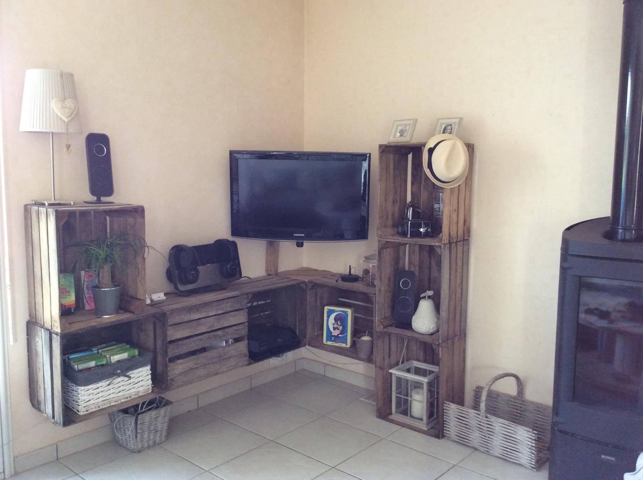 un meuble t l d 39 angle suspendue fabriqu et imaginer par. Black Bedroom Furniture Sets. Home Design Ideas