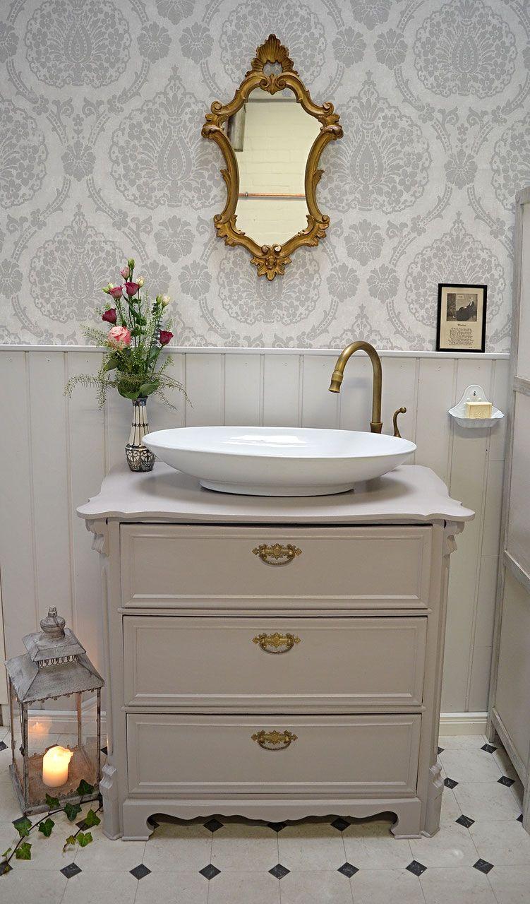 Mit Liebe Zum Detail Und Historischen Elementen Heisst Sie Der Waschtisch Buna Stilvoll Im Badezimmer Wi Antiker Waschtisch Waschtisch Kleines Bad Waschbecken