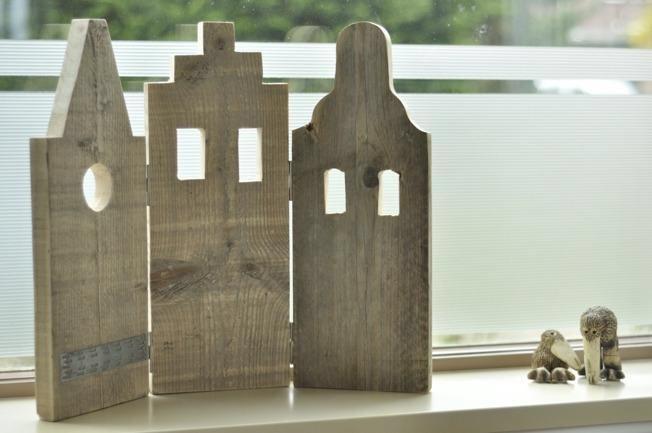 Grachtenpandjes van steigerhout, leuk als raamdecoratie