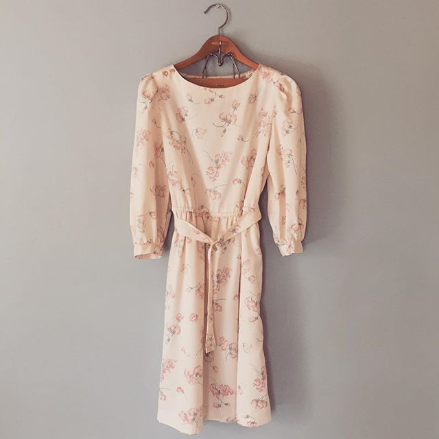 🐚now available → 1970s sweet pea print silk dress #adriancompany #vintage #silkdress #vintagedress #70s #1970s #70sfashion #70sdress