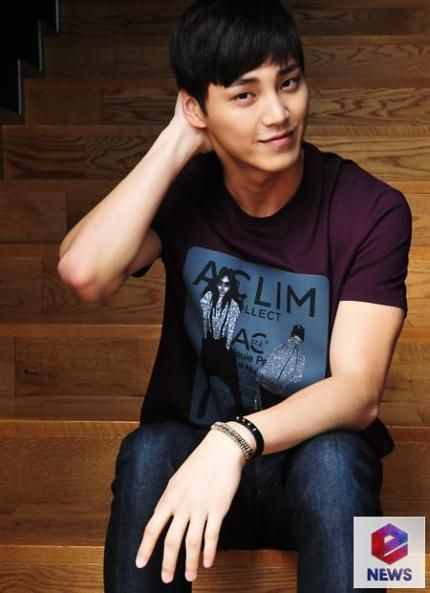 Lee Tae Hwan Cantantes Actrices Celebridades