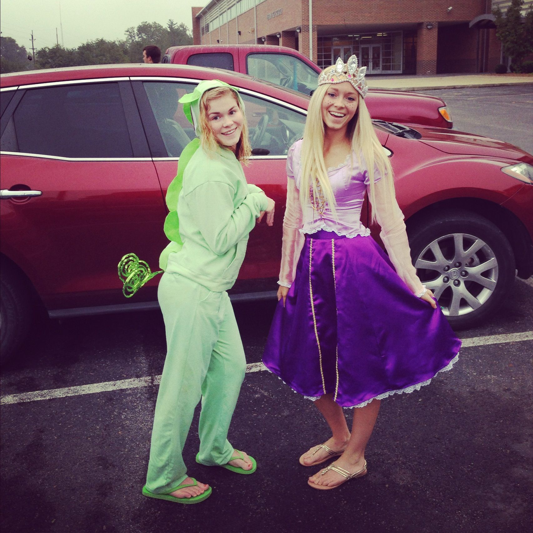 Rapunzel And Pascal Tanlged Disneyday Rapunzel Costumes For Teenage Girl Rapunzel Costume Duo Halloween Costumes