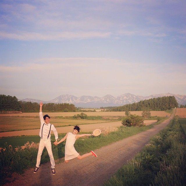 #三愛の丘  でも! やっぱり三愛の丘はとっても広大で綺麗すぎて  綺麗に撮りたくなって  いや! でもここは逆に元気良く撮影だっ!と思ってしまって  たかーーくジャンプして貰ったんだけど  あまりにも広大すぎて、そんなにたかーーく飛んだように見えなかったとさ。笑  #結婚写真 #花嫁 #プレ花嫁 #結婚 #結婚式 #結婚準備 #婚約 #カメラマン #プロポーズ #前撮り #エンゲージ #写真家 #ブライダル #ゼクシィ #ブーケ #和装 #ウェディングドレス #ウェディングフォト #七五三 #お宮参り #記念写真  #ウェディング  #weddingphoto #bumpdesign #バンプデザイン  #IGersJP