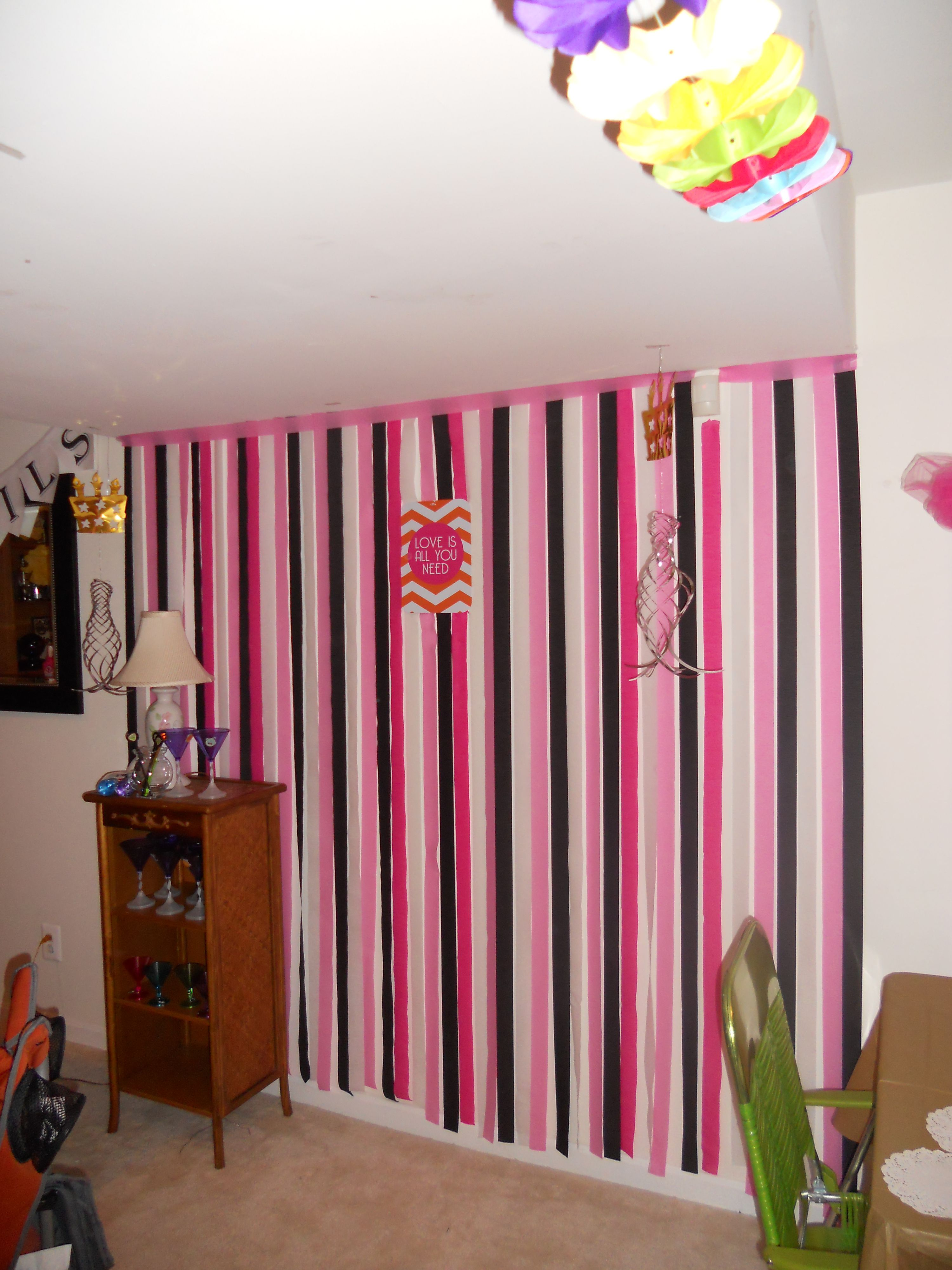 Easy inexpensive wall decor for major pop use crepe paper