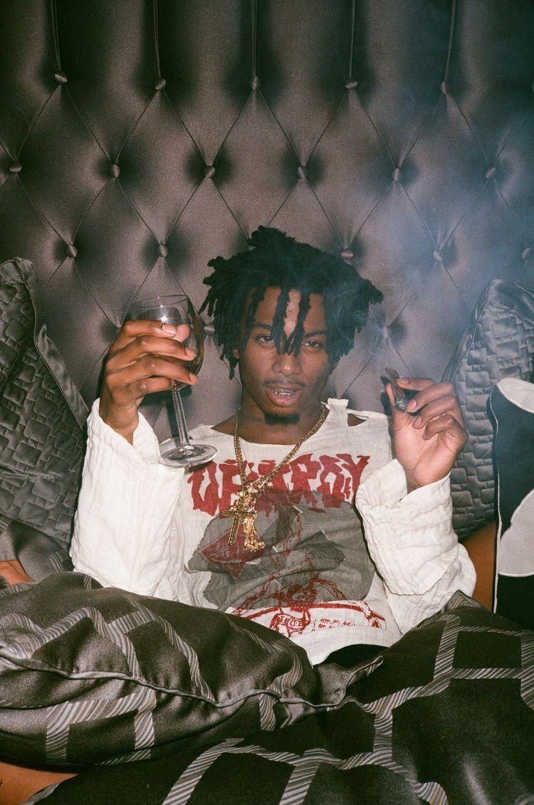 Latoraro In 2020 Rapper Wallpaper Iphone Rap Wallpaper Rappers