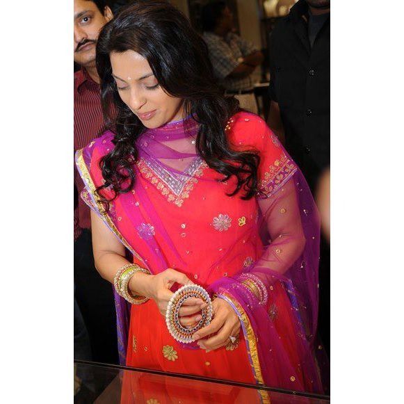Juhi Chawla trying Pearl Bangdis Bangle Pair by Suranas Jewelove ~ Suranas Jewelove  http://blog.jewelove.in/2013/03/juhi-chawla-trying-pearl-bangdis-bangle.html