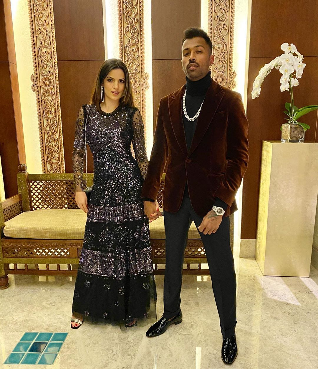 Pin By Gossip On My Cocktail In 2020 Hardik Pandya Girlfriend Bollywood Celebrities Bollywood Gossip