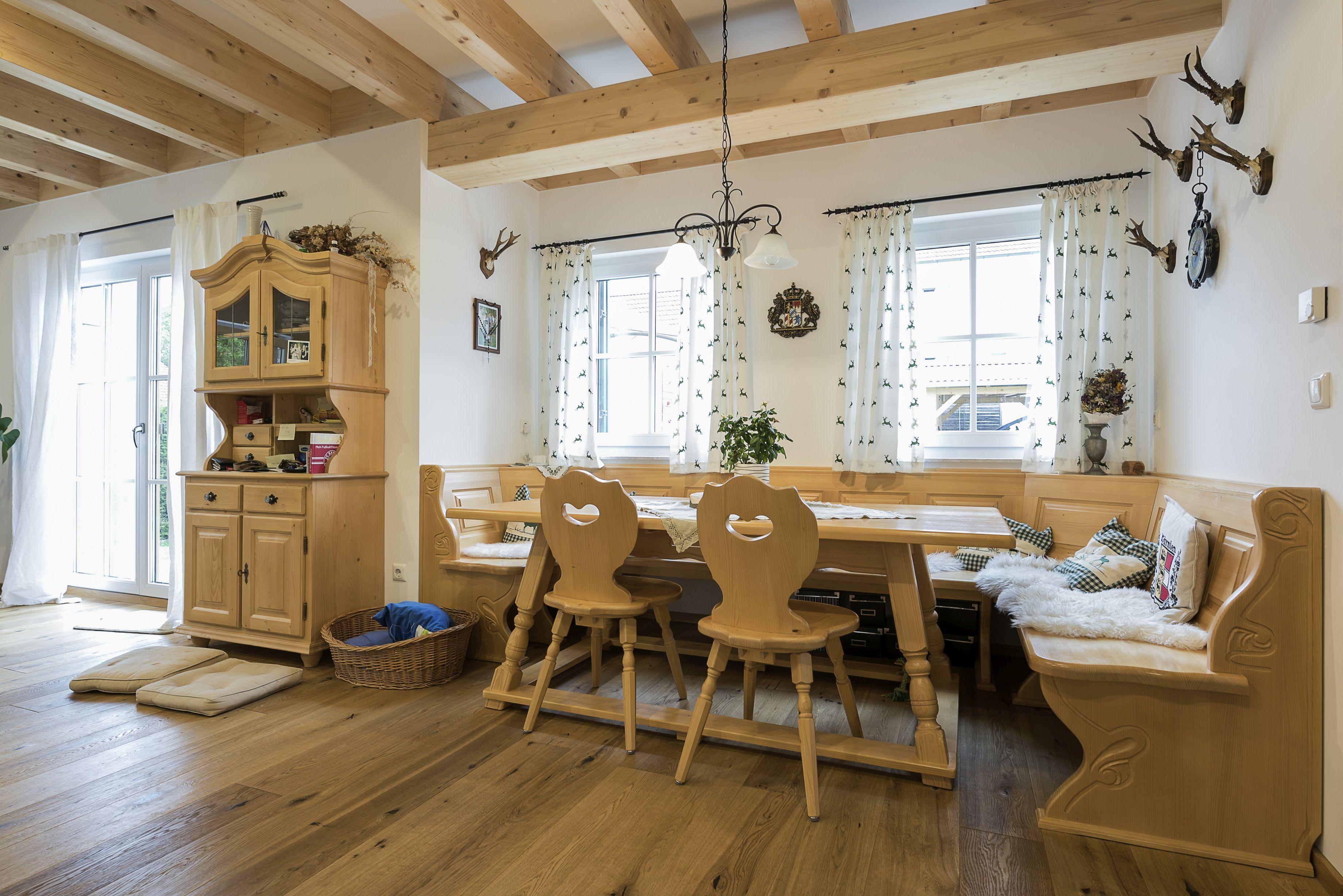 ländlich rustikal; Bauernstube mit Eckbank Landhaus