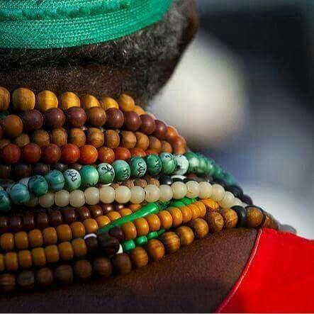 يا ملهمي من أنت أنت تعرف من أنا أنا فيك أحيا مذ بدءك كان أنا إن قلت أنت فإنني أنا أنت أنت الذي أعني وأقصد بالندا إيانا غيبت Sudan African
