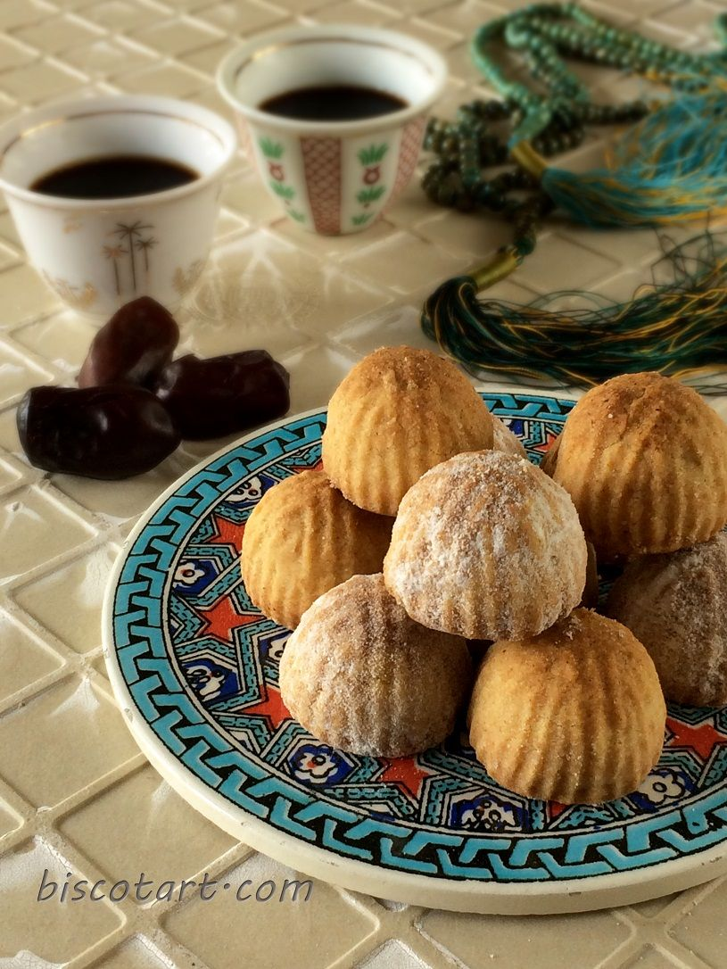 أقراص بعجوة بالطحين معمول التمر بالطحين Middle Eastern Desserts Syrian Food Sweet Cookies
