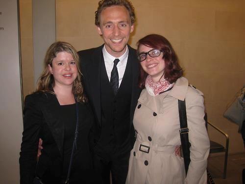 Tom Hiddleston w/ fans