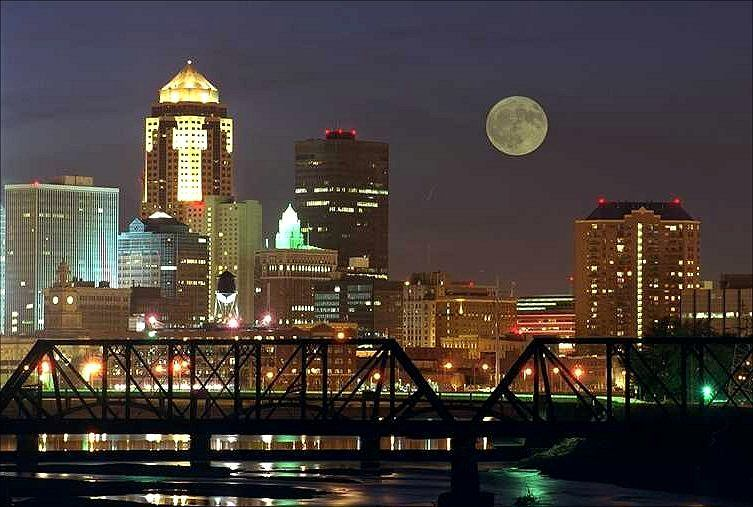 Des Moines In The Evening Photographer Unknown Dsmrocks