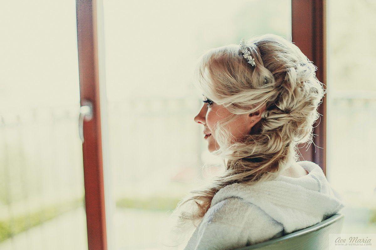a beautiful side hairstyle for a wedding in Como lake   Garda Lake ...