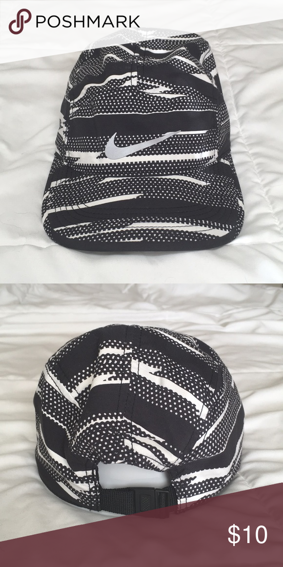 0a2ddc52235b2 Nike Aw84 Men s Printed Running Hat Black White Men Unisex Running Hat. Aw84  Dri-Fit. Worn once. Machine Washable. Adjustable buckle clip with tuck in.