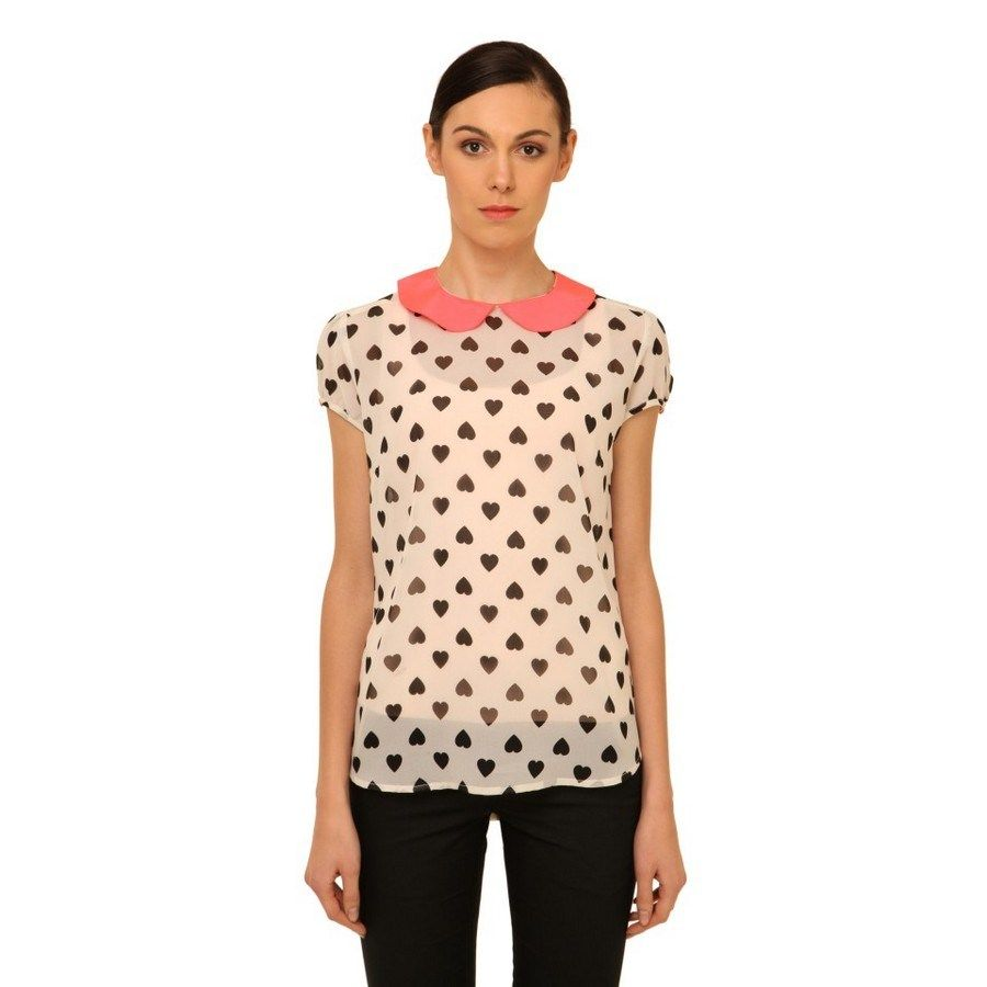 A gorgeous cream top with a Neon-Pink 2-piece collar <3