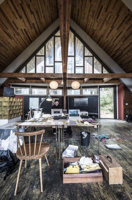 La capanna-atelier della colonia, usata come laboratorio di produzione artistica dagli artisti in residenza a borca - foto giacomo de donà