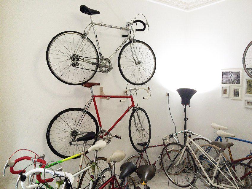 Peer Hanslik handelt mit Stahl und Storys. Wer in seinem Hamburger Laden ein altes Rennrad kauft, lernt auch dessen Vorbesitzer kennen. Für die besten Räder mit Geschichte reist er Tausende Kilometer.