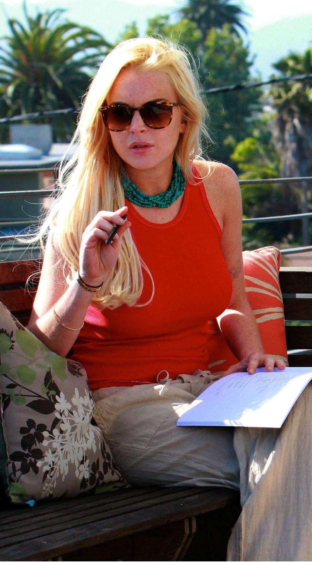 actress that smoke cigarettes list