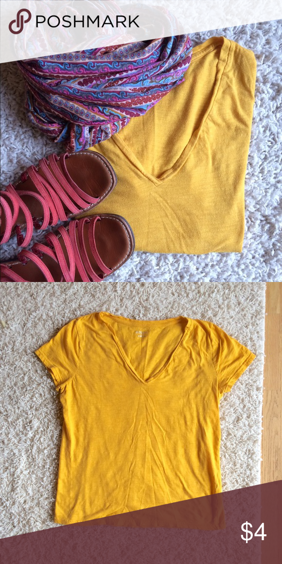 Merona casual tee It's a little brighter then a mustard yellow, but same family. Would be great for fall! Just a tad too big for me although you could wear it as an oversized tee. Bundle with other items for a great price! 👗👛👠👖 Scarf is also for sale. Merona Tops Tees - Short Sleeve