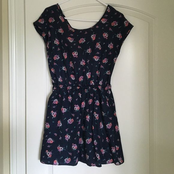Short floral summer dress Short floral summer dress with partially open back with bow detail and pockets Jack Wills Dresses Mini