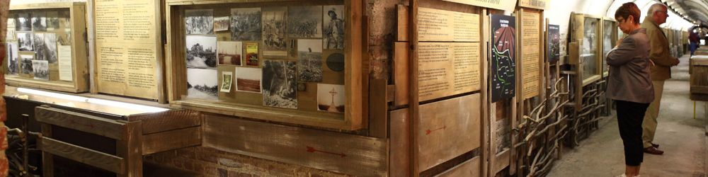 Le Musée Somme 1916 se trouve dans l'un des souterrains de 1939 et vous propose un retour en arrière de plus de 90 ans pour revivre cette période trouble de l'histoire qui a marqué notre région en y laissant de nombreuses cicatrices encore visibles sur le terrain.