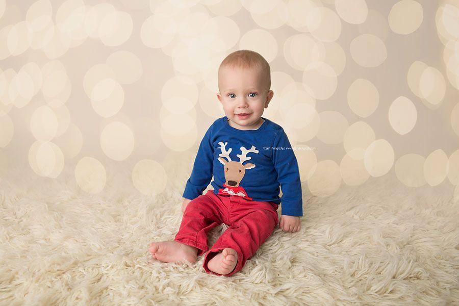 Edmonton Baby Photography, Edmonton Christmas Mini Sessions, Edmonton Baby Photographer, Christmas, Christmas mini sessions, Edmonton, baby, bokeh, christmas clothing, blue eyes