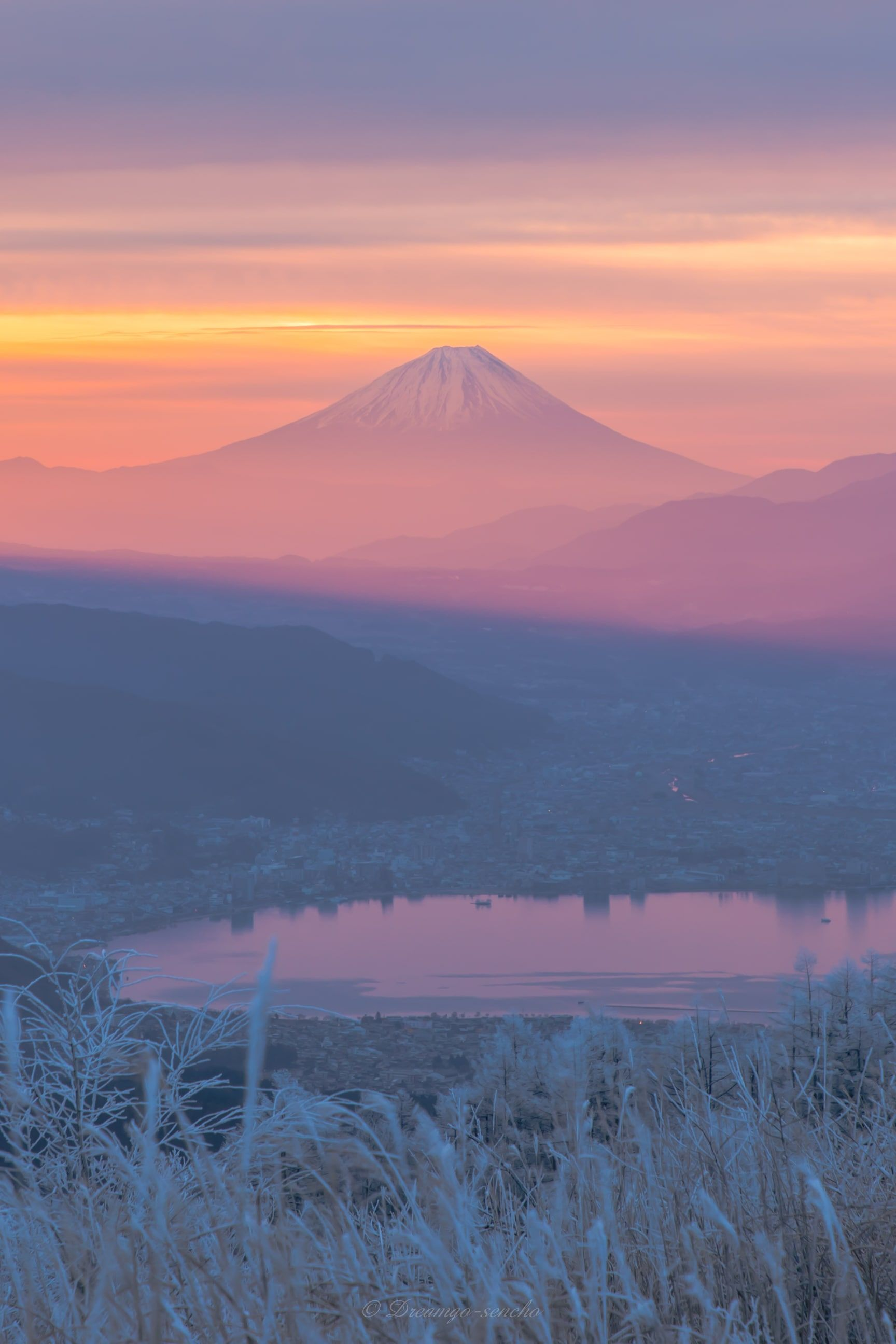 Photo by : Dreamgo_sencho . Follow us for amazing posts! #PASHADELIC #FUJIdelic . . #mtfuji #fujiyama #fujisan #photography #photooftheday #nature #naturephotography #landscape #landscapephotography #japan #japan_of_insta #japanphoto #igers #ig_japan #mountain #mountains #mountainphotography #富士山 #富士 #山