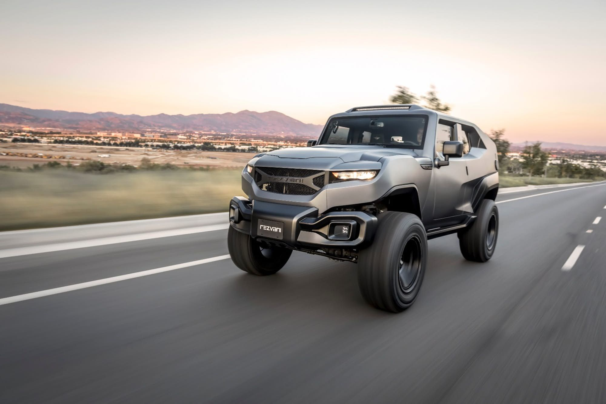 Rezvani Rallies A Very Select Set Of Troops With The Wrangler Based Tank 4x4 With Images Car 500 Cars New Jeep Wrangler
