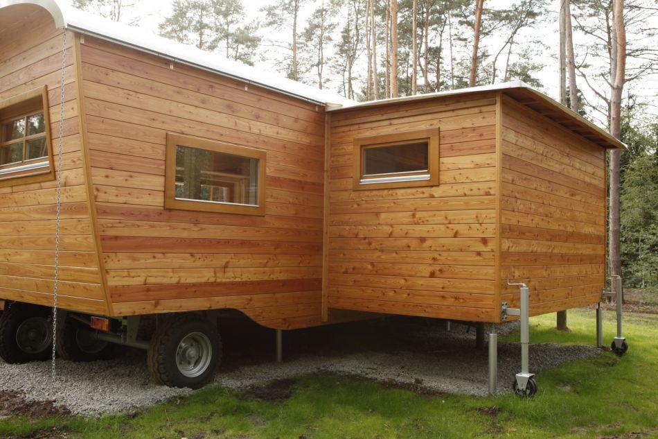zu zweit l t sich der gro e erker ausschieben haus wohnwagen modell xl pinterest haus. Black Bedroom Furniture Sets. Home Design Ideas