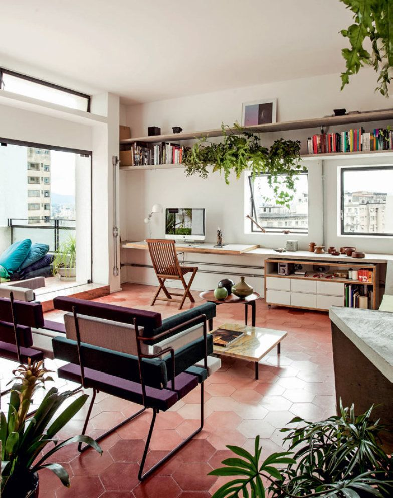 Apartamento de 114 m² em prédio histórico no centro de São Paulo is part of Home decor - Para simplificar a rotina e curtir melhor a metrópole, o fotógrafo Fabio de Abreu Feijó comprou e reformou este apartamento num prédio histórico no coração de São Paulo
