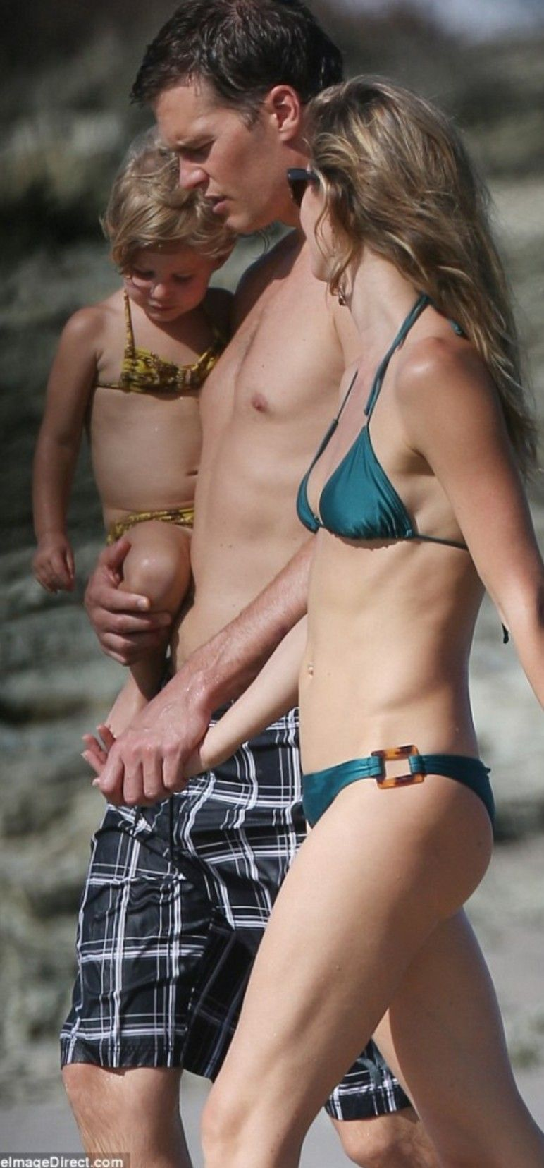 Tom Brady Grabs Gisele Bündchens Booty on the Beach—See Pics of the Hot, Half-Naked Couple!   E! News