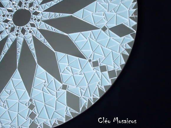 Mandala para Decoração Mandala em Mosaico de Vidro e  Espelho. Produto para uso em Ambiente Interno. R$ 340,00