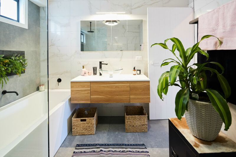House Rules 2017 Sean And Ella Bathroom