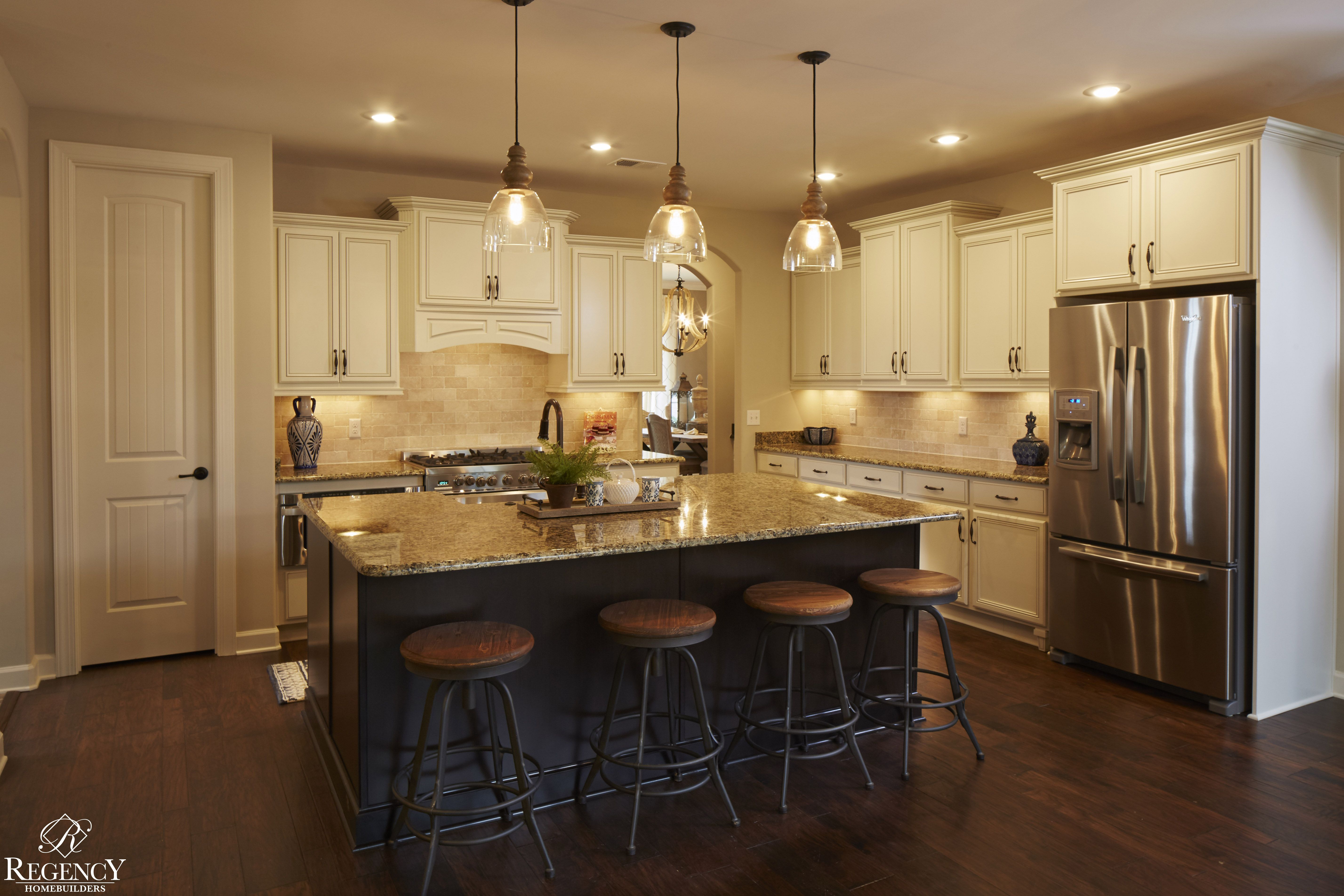 Regency Homebuilders : Open Concept Living, Large Kitchen, Chiffon Cabinets,  Staggered Cabinets,