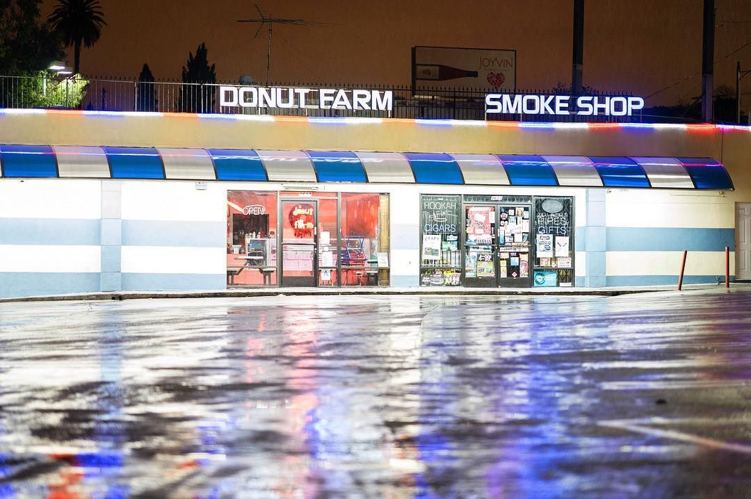 Untitled. Location: Silverlake Los Angeles : Sony A7II / Zeiss 85mm f/1.4 GM  #street #streetphotography #donutfarm #smokeshop #rain #reflection #color #night #silverlake #losangeles #la #california #ca #usa #mirrorless #sony #sonyimages #sonyalphasclub #agameoftones #sonyalpha #alpha #a7 #a7ii #nikcollection