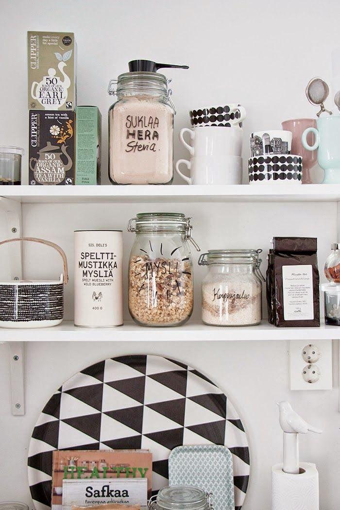 Una parete a pois e sedie da verniciare diy e idee da copiare per la cucina nuova home - Verniciare la cucina ...