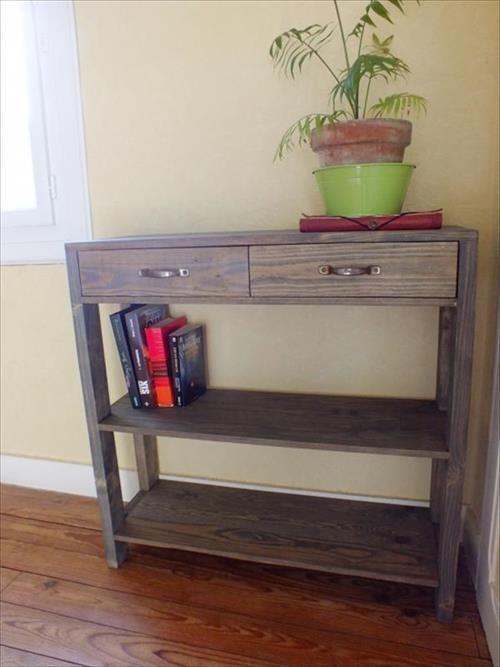 DIY Pallet Entryway Table