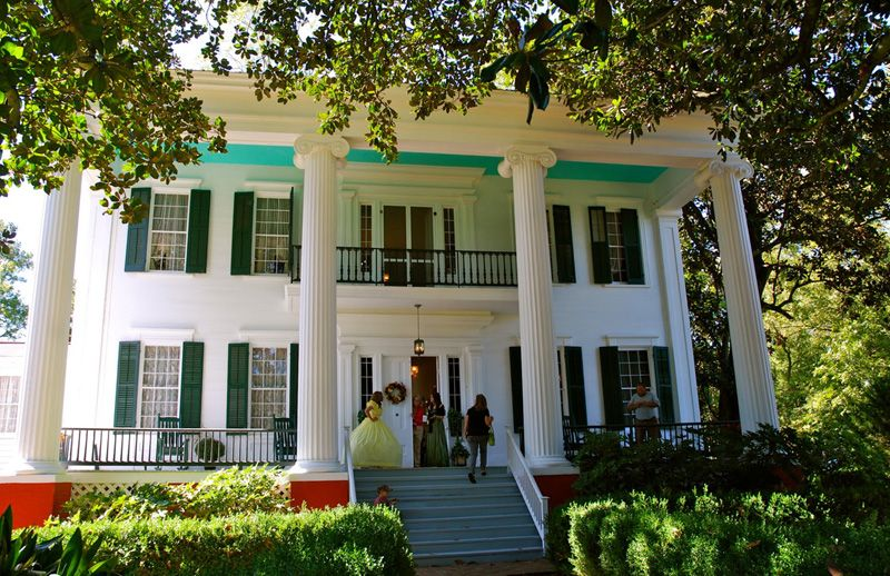 southern historic plantation home down south! just like gone with