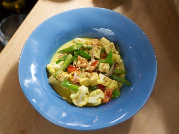 Gemüse-Curry mit Joghurt und Tofu