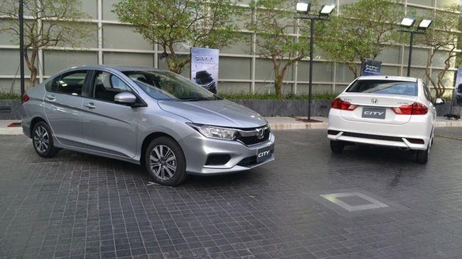 """Honda City Honda City là mẫu xe gia đình cỡ nhỏ """"ăn khách"""" của hãng xe Nhật. Trải qua mỗi thế hệ, Honda City đều có sự thay đổi, nâng cấp cả về thiết kế lẫn động cơ. Tại thị trường Việt Nam, Honda City là đối thủ đáng gờm của..."""