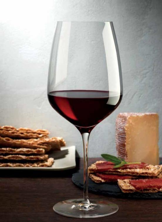 Cristal wine glass by Nude | Verre de vin rouge en cristal par Nude.