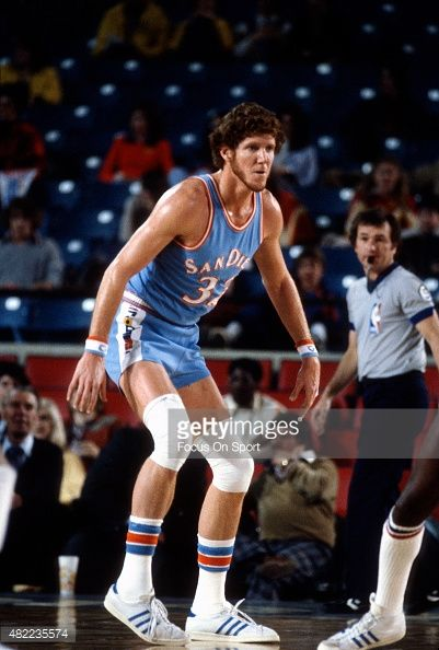 Bill Walton of the San Diego Clippers in action against the Detroit ... 65460e6ac